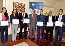 سفير بريطانيا يمنح طلبة مغاربة منحا للدراسة بالمملكة المتحدة