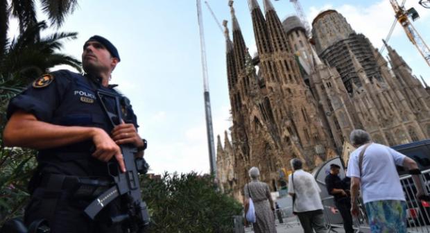 الشرطة: التحذير من وجود قنبلة قرب كنيسة ببرشلونة بلاغ كاذب