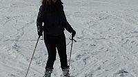 ليلا المغربية تتزلج على سفوح جبال الألب